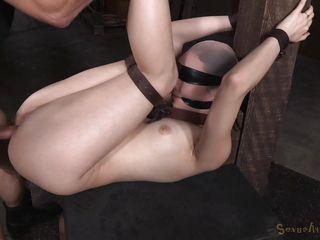 Порно жестко оттрахал